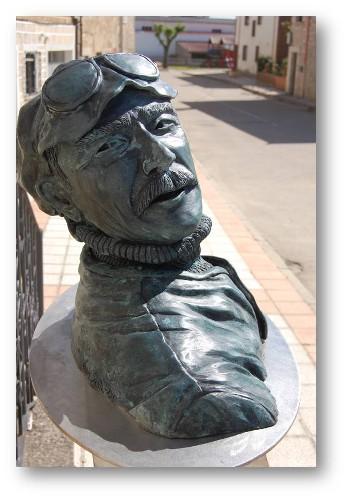 Monumento a Jules Vedrines aviador - bronce y acero